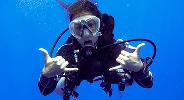O que aprendi 7 anos após largar meu emprego para virar instrutora de mergulho?
