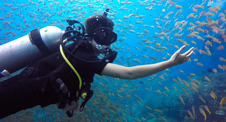 Como youtubers usam o mergulho para viajar sem gastar dinheiro?